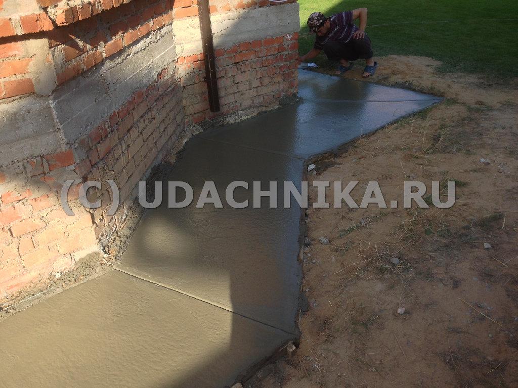 Отмостка вокруг дома своими руками из бетона с утеплением 42